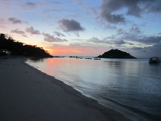 Lizard Island Resort: Sunset from the main beach