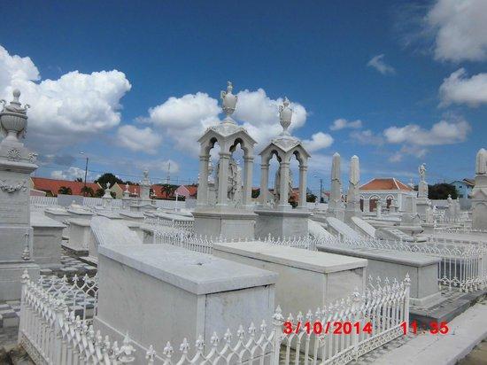 Beit Hayim Cemetery: Beautiful architecture