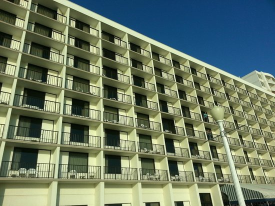 Barclay Towers Resort Hotel: Back of Hotel with balconies