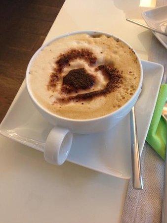 FACEtoFACE House : Cappuccino du matin préparé avec attention par la responsable :)