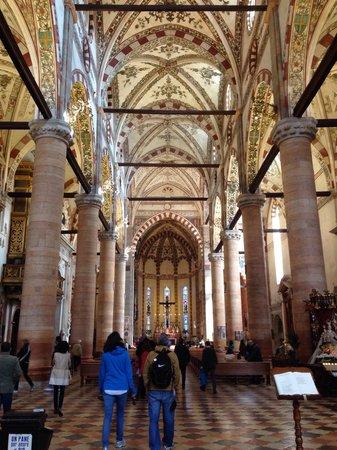 Chiesa di Sant'Anastasia : Navata centrale