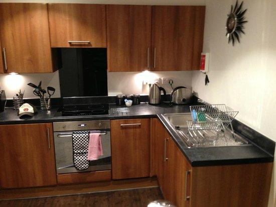 Fountain Court - Stewart Apartments: kitchen