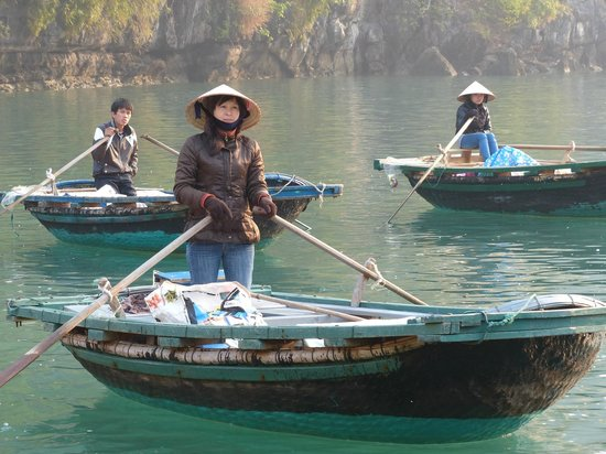Dragon Pearl Junks: Little boats took us all around  the floating village
