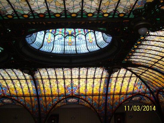 Gran Hotel Ciudad de Mexico: The unbelievably beautiful Tiffany ceiling.