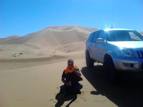 Auberge Chez Tihri 'Suerte Loca': yo en las dunas