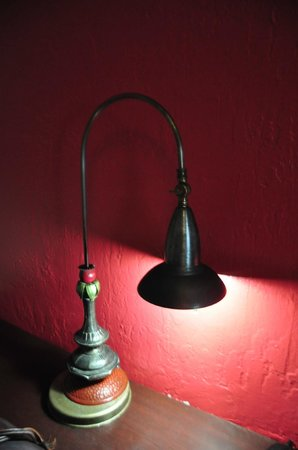 South Beach Plaza Villas: Vintage Lamp