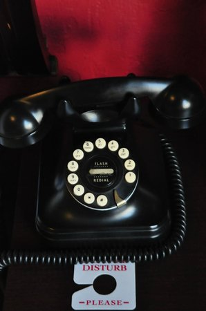 South Beach Plaza Villas: Vintage Phone :)