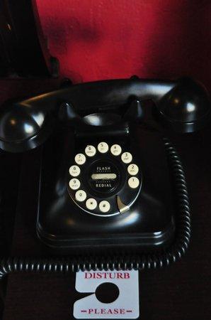 South Beach Plaza Villas: Vintage Phone :)