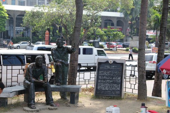 Roxas Boulevard: Statue