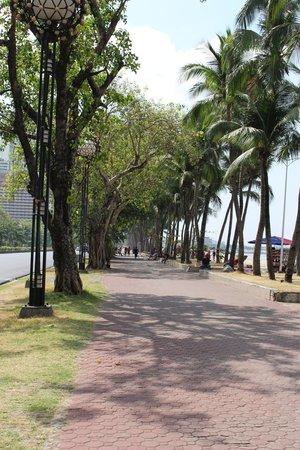 Roxas Boulevard: Sidewalk