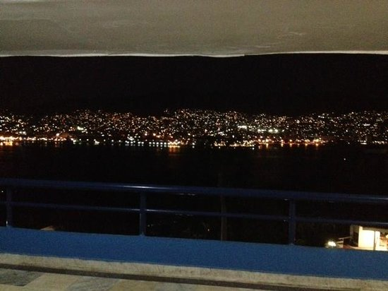 Hotel Aristos Acapulco: view from main entrance are terrace by night