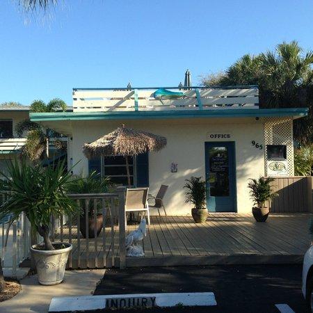 Sea Spray Inn : office and upstairs bar/lounge area