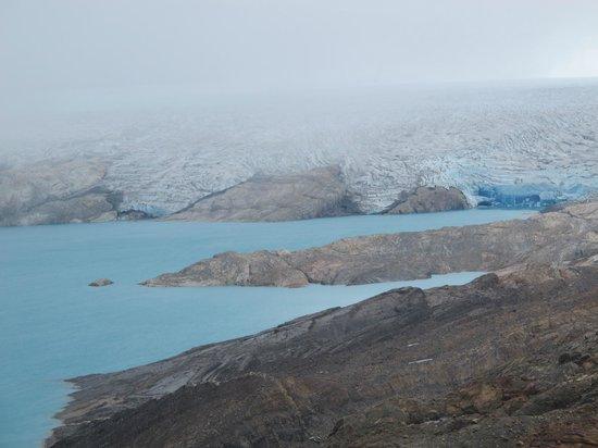 Estancia Cristina: No alto da montanha: o lago e o glaciar ao fundo.