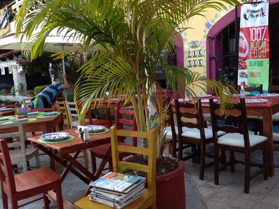 Pik Nik: Great patio!!! Great service