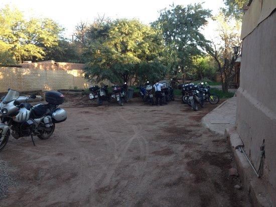 Hostal Puritama: Estacionamento