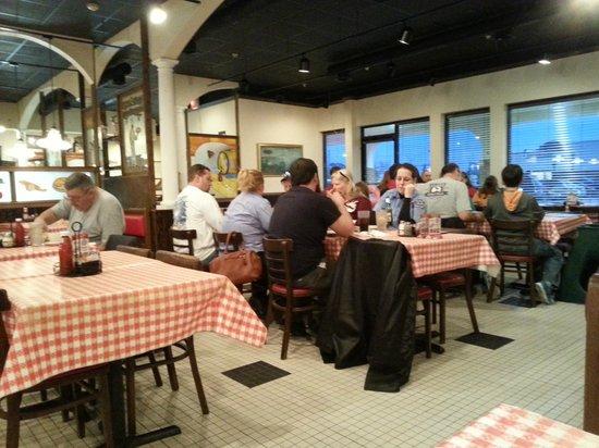 Reginella's Italian Ristorante & Pizzeria: Dining2 -- busy