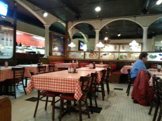 Reginella's Italian Ristorante & Pizzeria: Dining1
