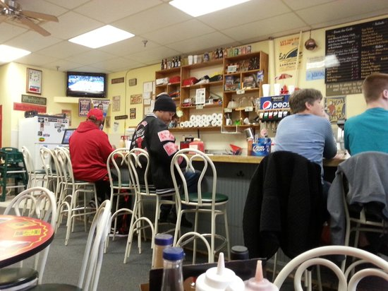 Famous Uncle Al's: Dining Counter 2