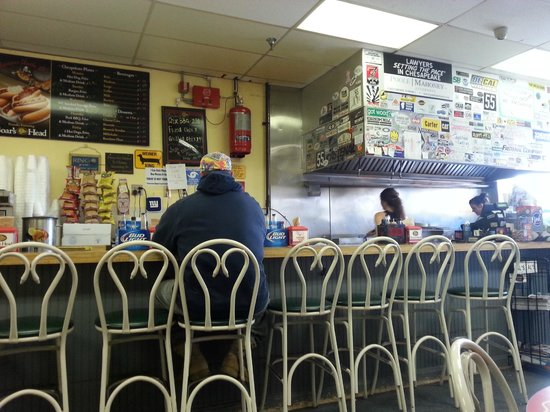 Famous Uncle Al's: Dining Counter1
