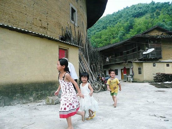 Hakka Houses: 円楼の子供たち