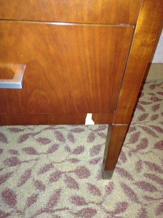 Tucson University Park Hotel: Nightstand damage