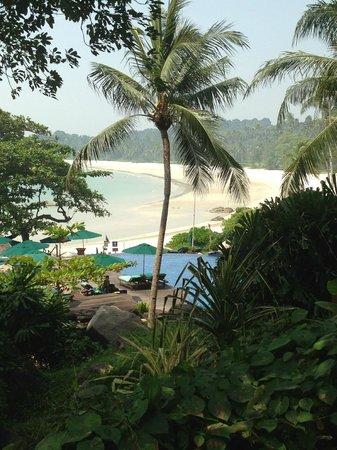 Banyan Tree Bintan : beach and pool view from restaurant