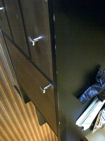 Hilton Omaha : Nicked furniture -- such a simple thing to fix...