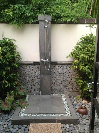 Banyan Tree Bintan : outside shower