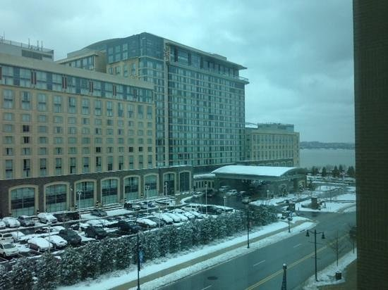Hampton Inn & Suites National Harbor/Alexandria Area: Across Street From Convention Center