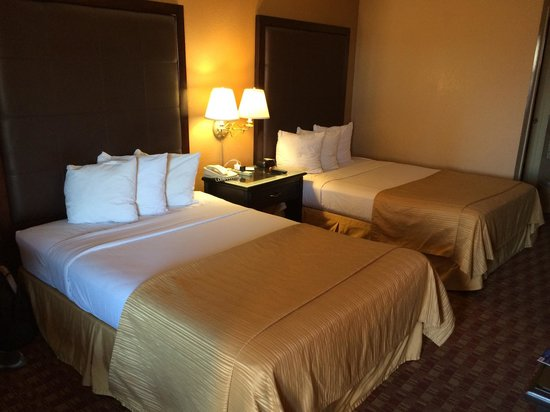 Quality Inn & Suites Phoenix: Very friendly staff! Beds were clean and comfortable