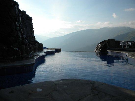 Luna Runtun, Adventure SPA: Espectacular vista sobre el valle desde las piscinas termales
