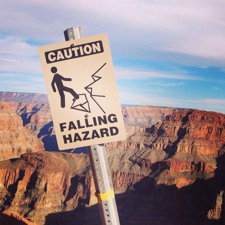 Grand Canyon Skywalk: Caution