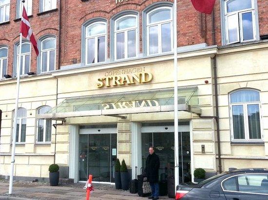 CopenHagen Strand: Outside the Hotel