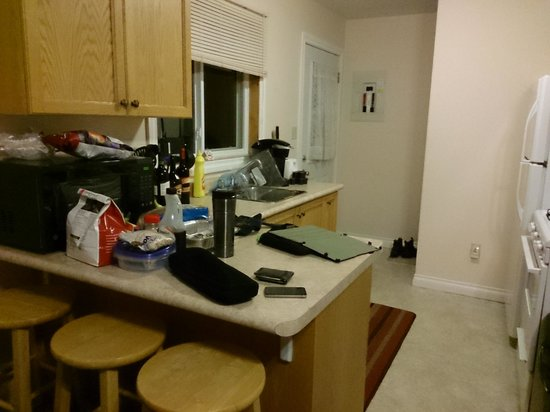 Beauview Cottage Resort: The Kitchen (should have taken it before we unpacked.