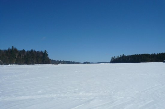 Beauview Cottage Resort: Snowshoeing on the lake