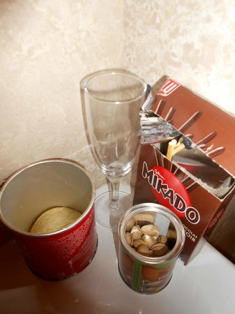 Starhotels Terminus: Example of mini bar selection