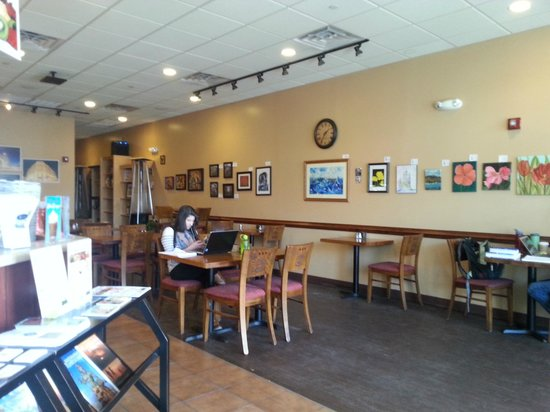 Daily Grind Coffee House & Cafe: Tables 2