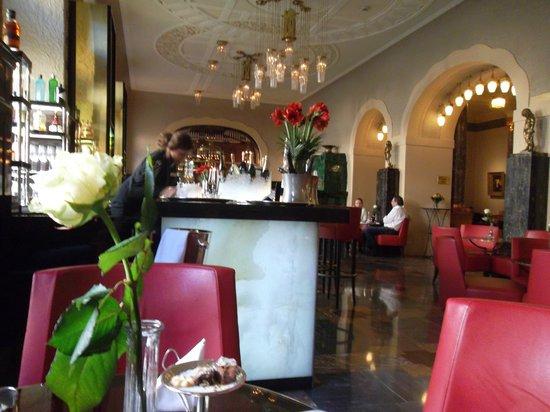 Belmond Grand Hotel Europe : Кафе на первом этаже