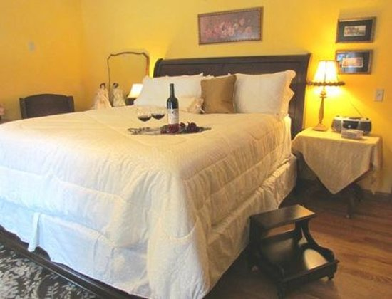 Brambleberry Bed & Breakfast: English Country Room