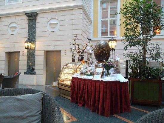 Belmond Grand Hotel Europe : Декор на кануне Пасхи