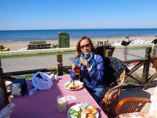 Hotel Golden Star: Desayuno en playa