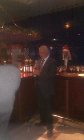 Hotel Benidorm Plaza: Hotel Manager viewing Hotel  Xmas festivities.