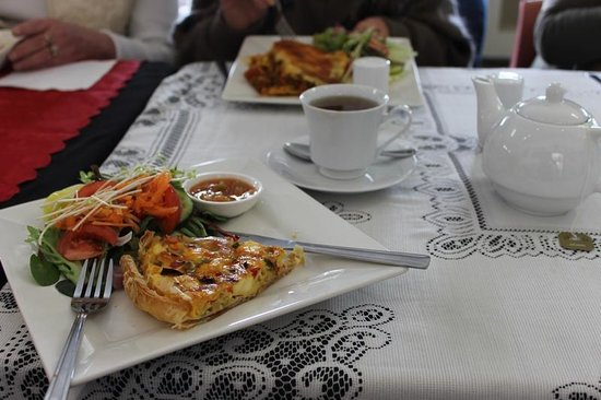 The Painted Door Art Cafe: Quiche and Salad is a favourite