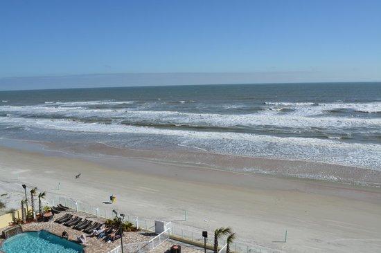 Hampton Inn Daytona Beach/Beachfront: Ocean view from our room