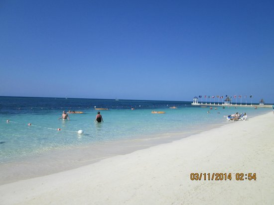 Sandals Royal Caribbean Resort and Private Island: Beach at montego bay resort