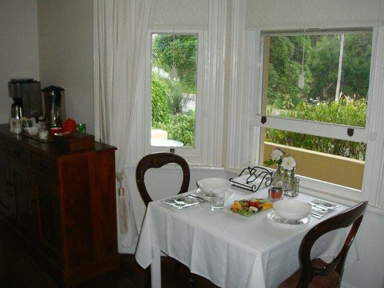 Dunmoylen House: great breakfast room