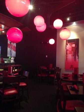 RA Sushi Bar Restaurant : el interior de Ra