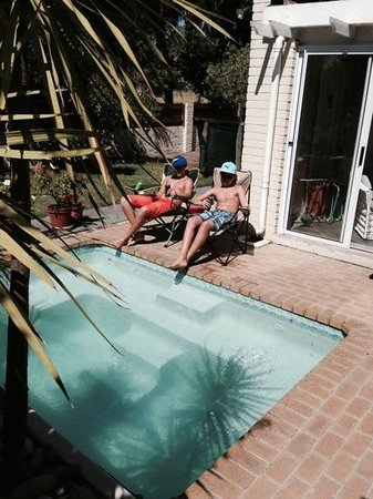 Cape Hermitage Guesthouse: chilling at splash pool