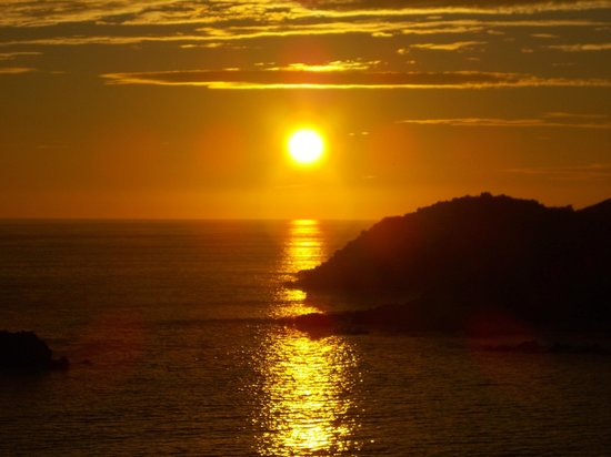 Azul Ixtapa Grand Spa & Convention Center : just one of the sunsets from our balcony