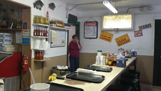 Gene's Oyster Bar : Friendly Staff